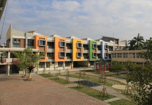 校舍西面與景觀植栽