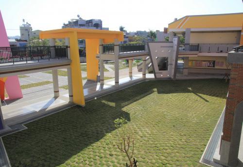 迴廊與中庭綠地