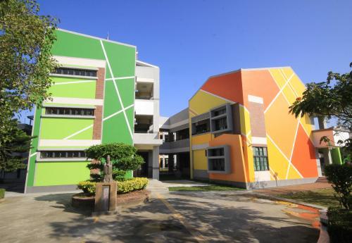 簇群式建築與繽紛色彩